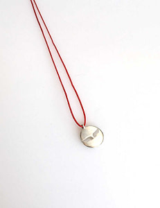 113 collier aile trouee rouge web