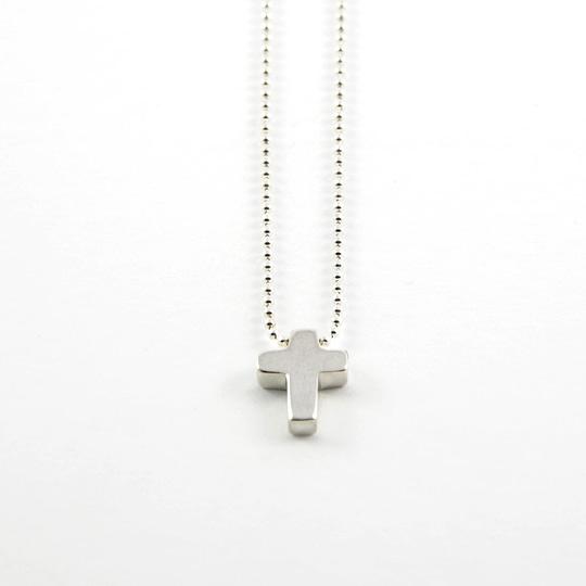 124 collier petite croix fondblanc2